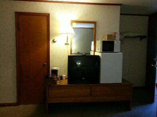 Sun-N-Snow Motel : front of room and bathroom door