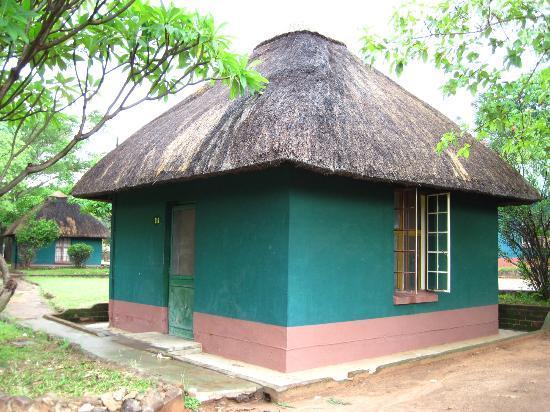 Victoria Falls Rest Camp & Lodges : Our chalet