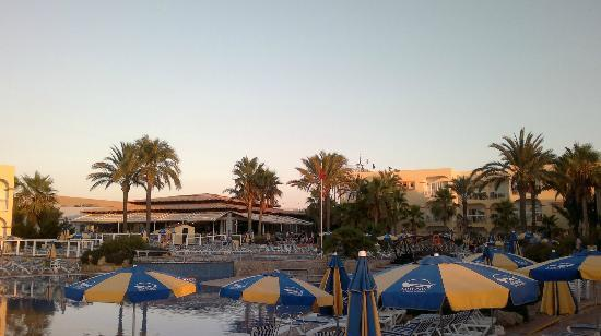 TUI Family Life Sirenis Aura : bar /piscine