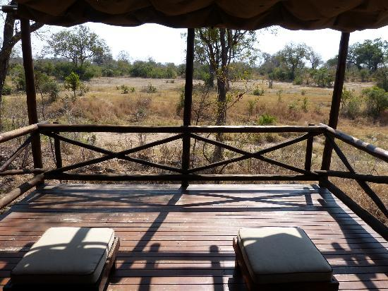 Lukimbi Safari Lodge: eigen terras bij je lodge