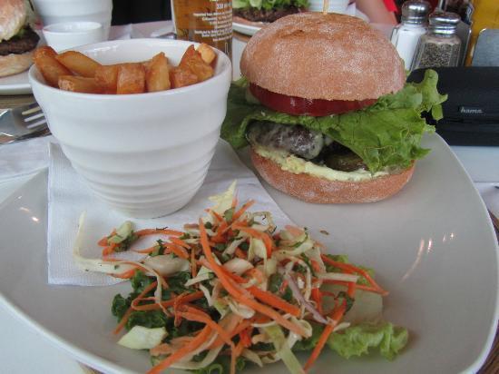 Giraffe - The Brunswick Centre: The Giraffe burger