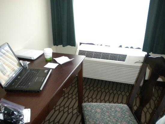 Hampton Inn St. Petersburg: A/C blows directly on you when sitting at Desk to work
