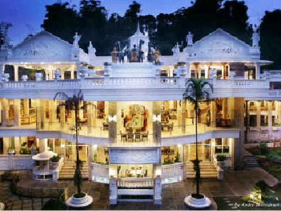 Grand Paradise Hotel Lembang : Main building of Grand Paradise