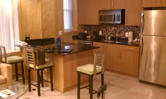 The Eldon Luxury Suites: Kitchen