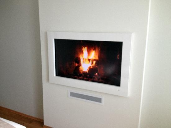 """Panorama Hotell & Resort: TV doubling as """"fireplace"""""""