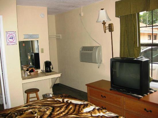 Elms Motel : Room # 11