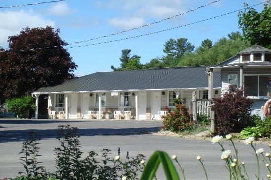 Boathouse Country Inn: Motel