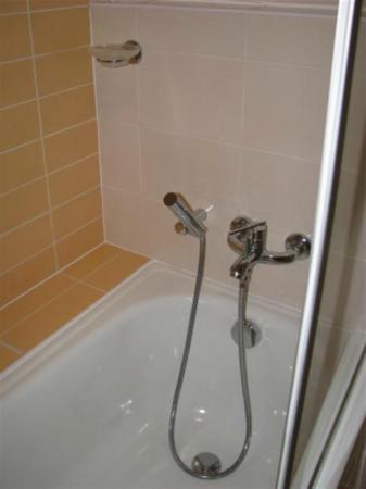 Michael Hotel: Vasca/doccia