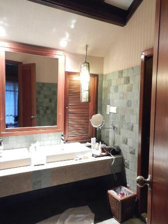 Bunga Raya Island Resort & Spa: bagno villa