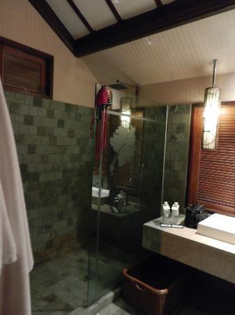 Bunga Raya Island Resort & Spa: doccia