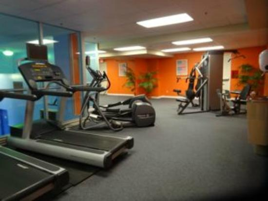 The Metcalfe Hotel: fitness room (in the marriott)