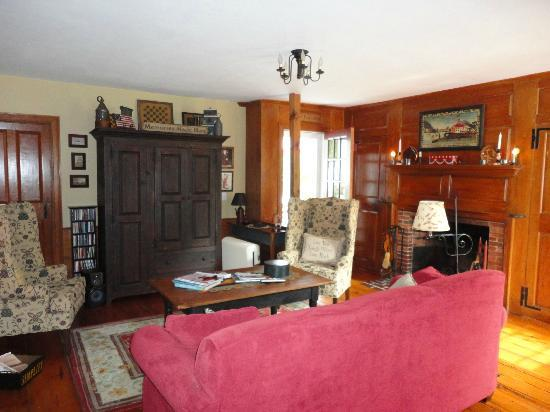 Mulberry Tree Inn : livingroom
