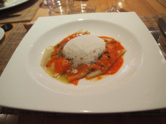 La Table du Pouyaud: raviole de chèvre, blettes au pasto, écume de parmesan