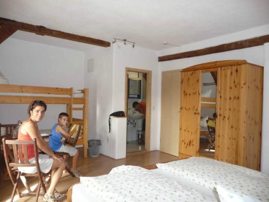 La camera (bagno e letto a castello) - Picture of Weisses Ross Garni ...