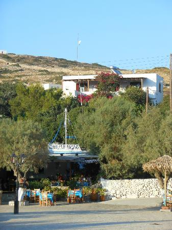 Taverna Nikolas : Nikolas taverna (con sopra le camere)
