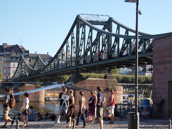 Bridge Crossing The Main River At Old Towne Picture Of Romer - Frankfurt river
