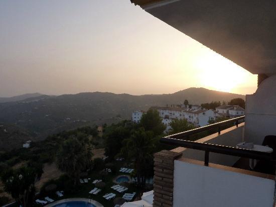 Balcon de Competa Hotel: Uitzicht vanaf balkon, met ondergaande zon