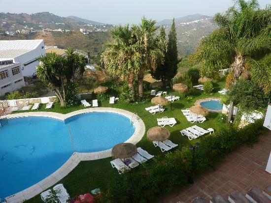 Balcon de Competa Hotel: Hotel: zwembad met tuin