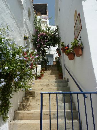 Balcon de Competa Hotel: Straatje in Competa