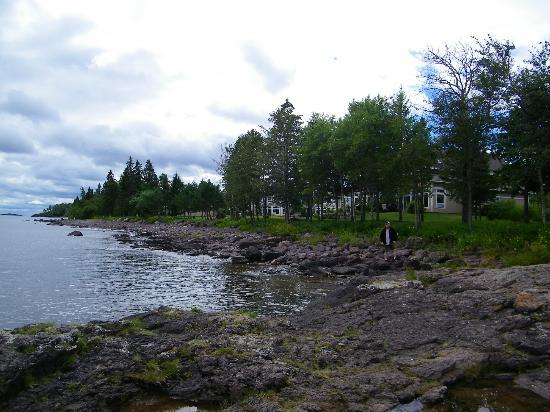 Larsmont Cottages on Lake Superior : Shoreline of Superior at Cottages