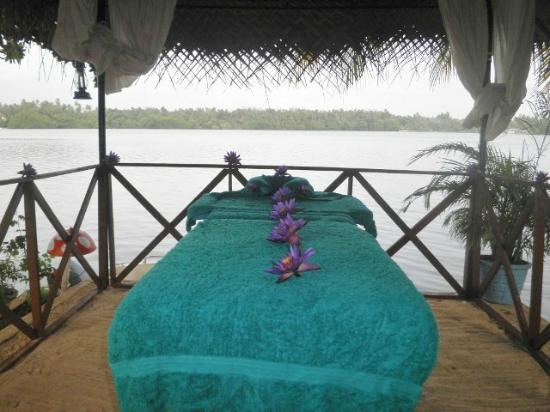 River Paradise : Massage on the River