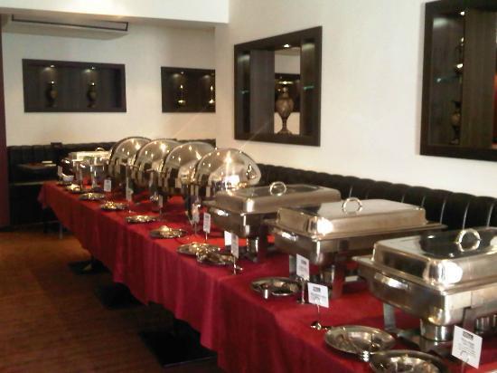 Viraaj Restaurant: buffet night