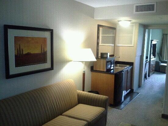 Embassy Suites by Hilton Dulles - North/Loudoun: kitchen