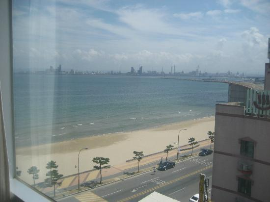 Valentine Hotel: Beach viewed from the hotel room (POSCO in distance)