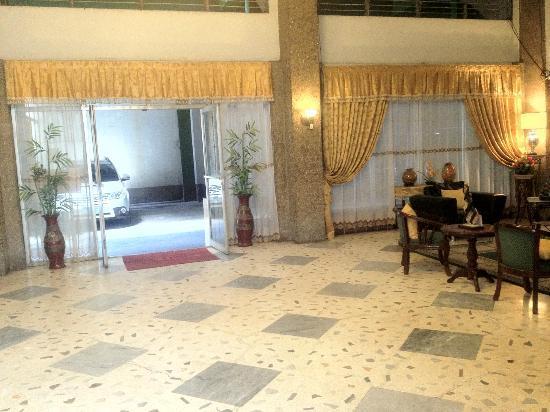 Madia-As Hotel: Lobby/Parking