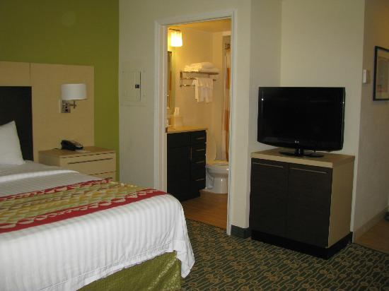 TownePlace Suites Republic Airport Long Island/Farmingdale : Bedroom