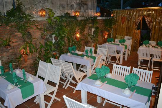 Hoi An Restaurant - Blue Gecko : Outside Restaurant - Opened air-BLUE GECKO RESTAURANT & BAR IN HOI AN - VIET NAM