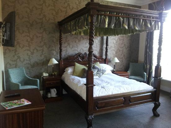 The Manor: Room 7 Four Poster Bed
