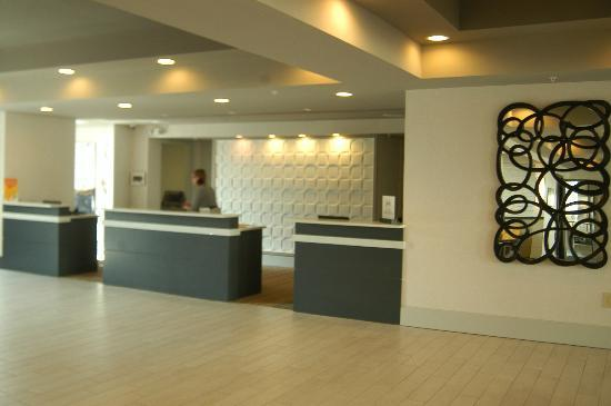 DoubleTree Suites by Hilton Huntsville-South: Front Desk