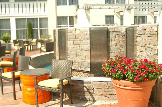 DoubleTree Suites by Hilton Huntsville-South: Outside Area