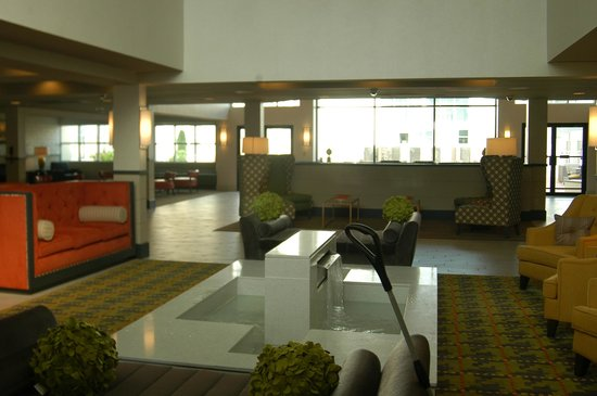 DoubleTree Suites by Hilton Huntsville-South: Lobby