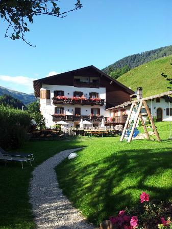 Hotel Ristorante Schaurhof : L'albergo visto dal giardino