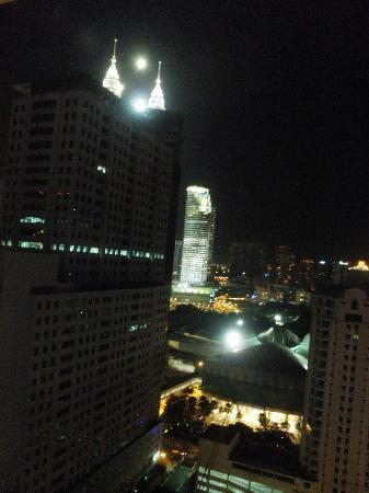 Hotel Novotel Kuala Lumpur City Centre: that bright lights of petronas top