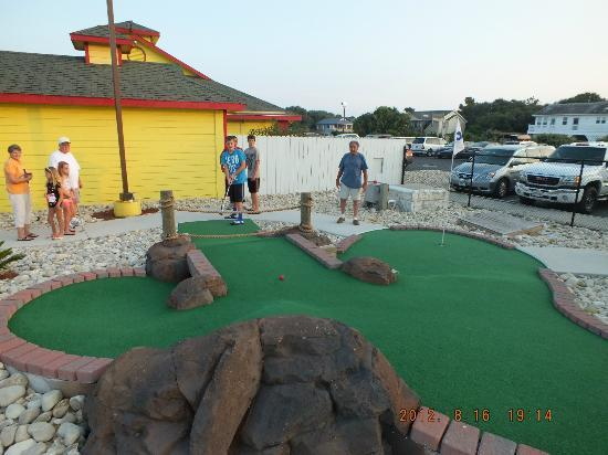 Paradise Fun Park : A round of mini golf