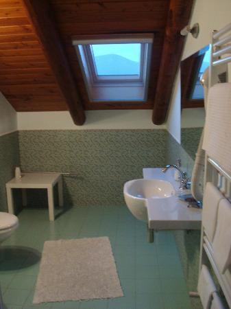 Beata Solitudo: Private bathroom