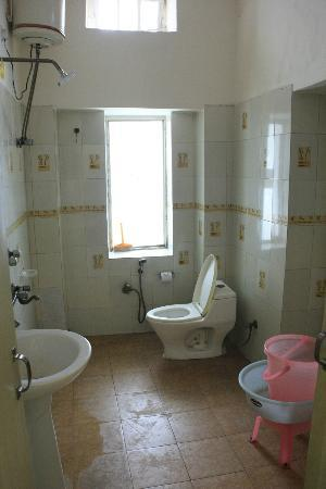 Hotel Kabli: Bathroom
