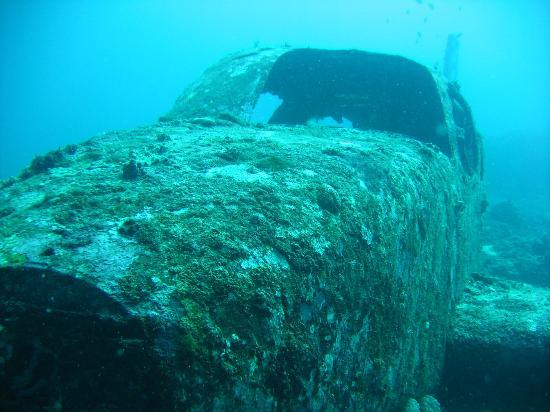 Kontiki Divers: Airplane wreck