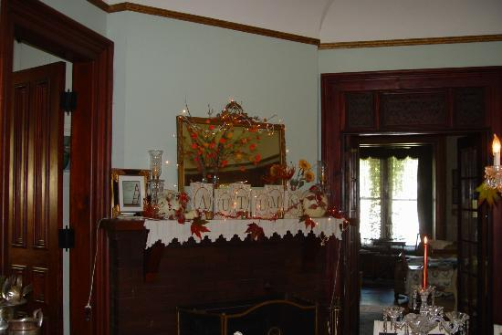 Pratt-Taber Inn: dining room