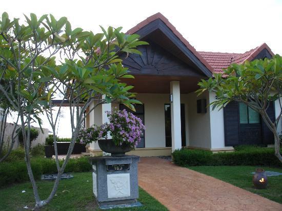 Nexus Resort & Spa Karambunai: Villa front