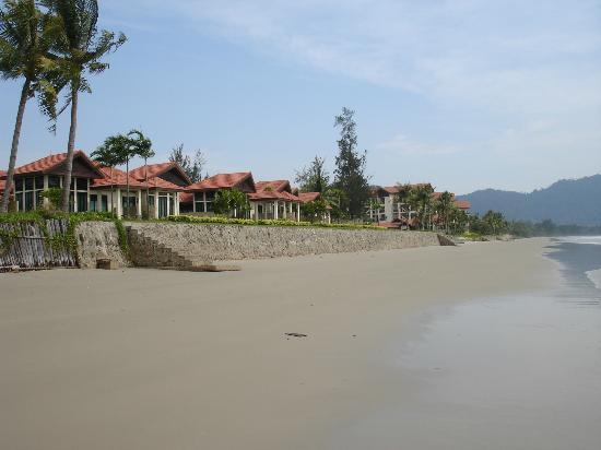 Nexus Resort & Spa Karambunai: Villas from the beach
