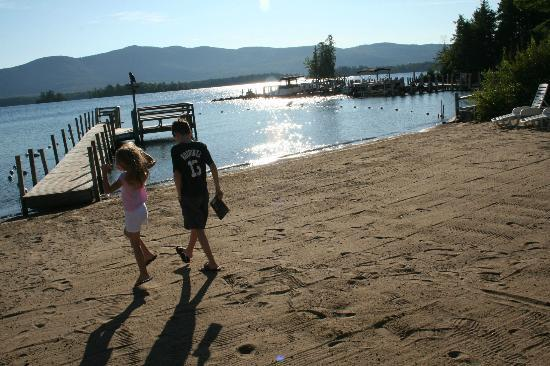 Golden Sands Resort on Lake George: Early morning stroll on the beach