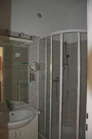 Appartements Kastner: bagno (doccia e lavandino)