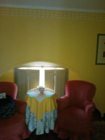 """Hotel Certosa di Maggiano: finestre """"panoramiche"""" della superior actic tower"""