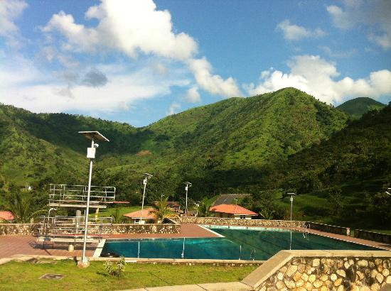 Obudu, Nijerya: Pool at base of the mountain