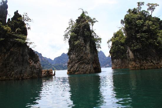 Keree Warin Resort - Picture of Cheow Lan Dam (Ratchaprapa ...