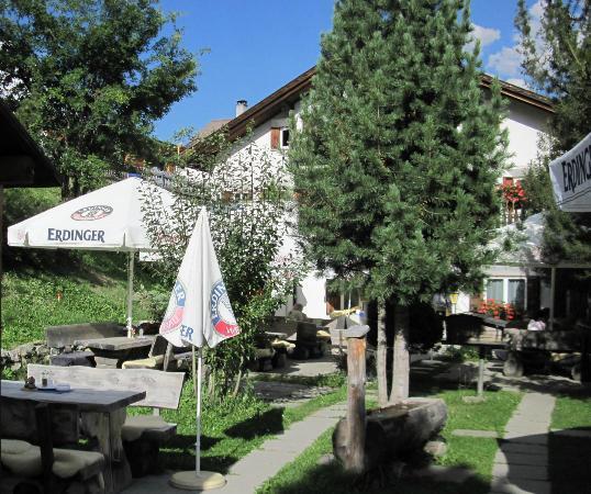Hotel Engiadina: Hotel Gartenrestaurant